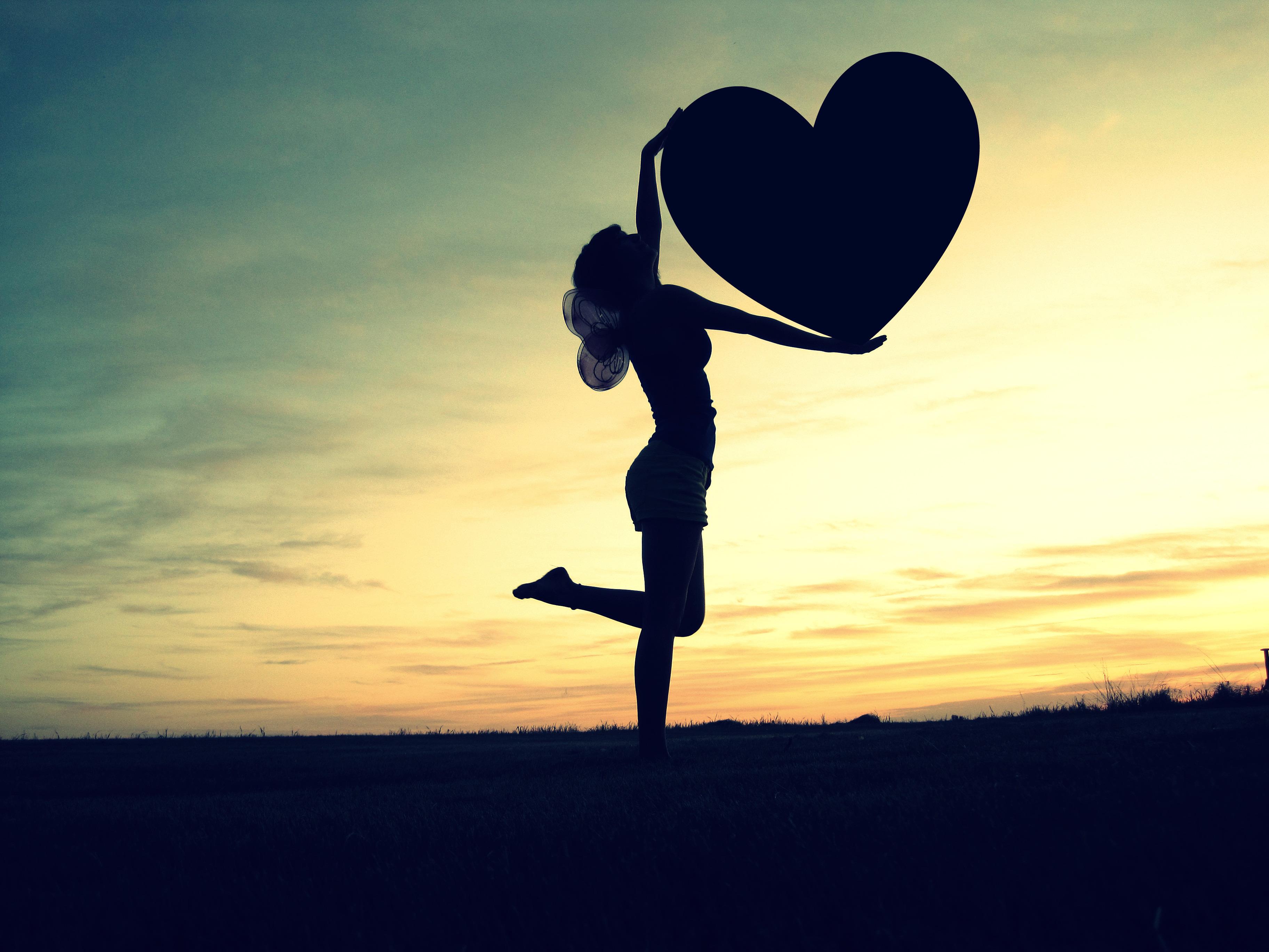 Один поэт сказал что любовь